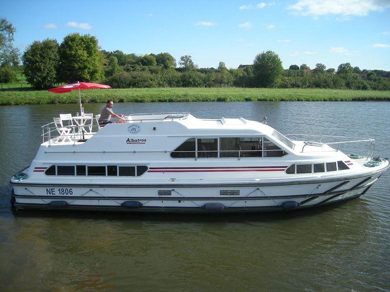 aqua fluvial location bateau sans permis sur le canal du. Black Bedroom Furniture Sets. Home Design Ideas