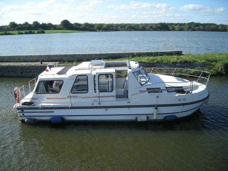 aqua fluvial location bateau sans permis sur le canal du nivernais bateau habitable sans. Black Bedroom Furniture Sets. Home Design Ideas